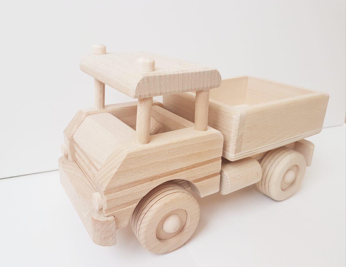 Koka auto ar kravaskasti
